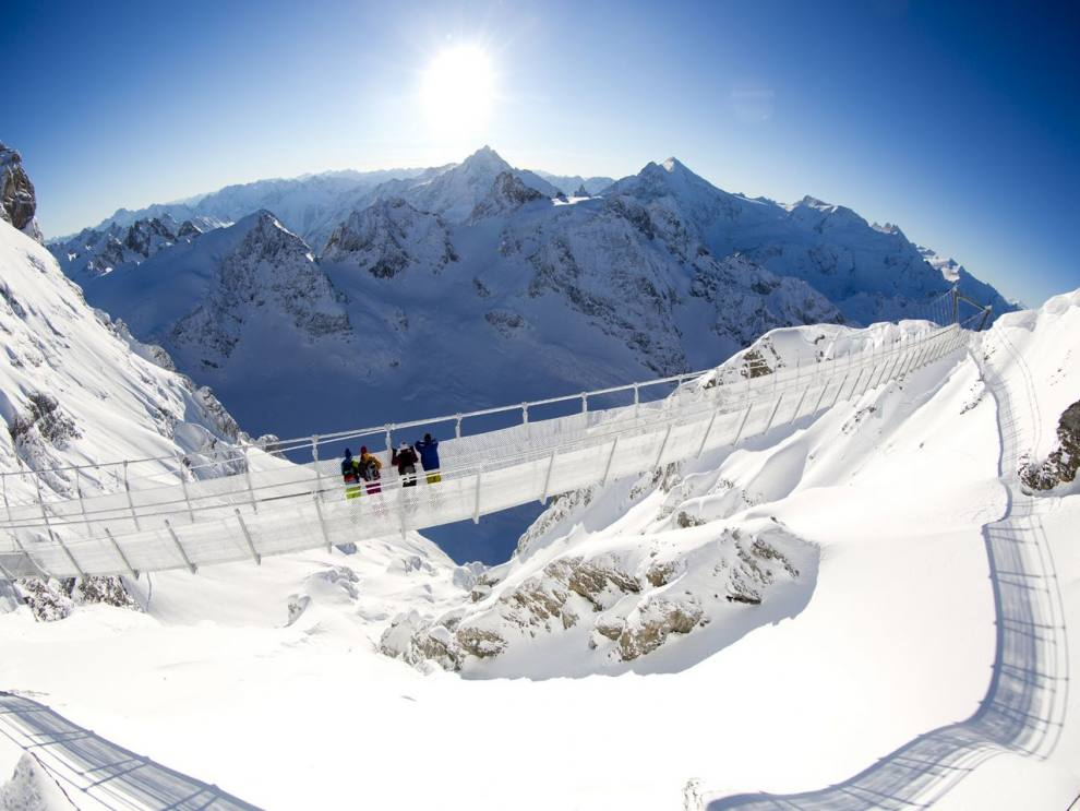 Sitzerland-Mount-Titlis-region-CliffWalk-Winter